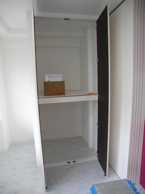 キッチン横収納.jpg